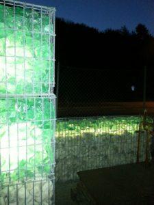 travertino e vetro illuminato