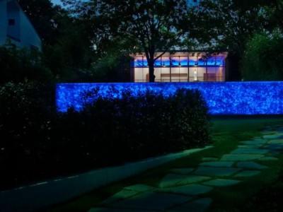 Muro con Gabbioni con Vetro e Luci Interne per Giardino
