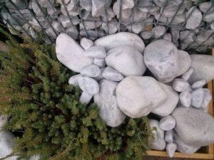 ciottoli-bianchi-inerteco-composizione-giardino-arredo